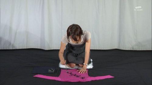 芸能人胸チラ画像!TVに映った女子アナ・タレントの上乳エロ画像 34枚 No.24