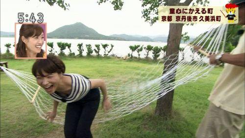 芸能人胸チラ画像!TVに映った女子アナ・タレントの上乳エロ画像 34枚 No.33