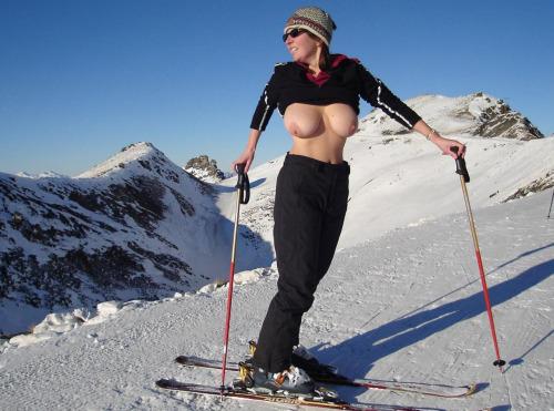 雪山で全裸スキーとスノボを楽しむ外国人女性のエロ画像 29枚 No.14