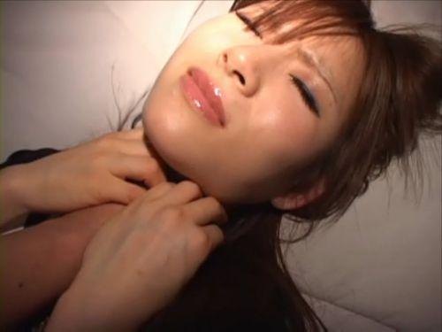 首を絞めるとオマンコがキュっと締まると噂の首絞めセックスのエロ画像 42枚 No.12