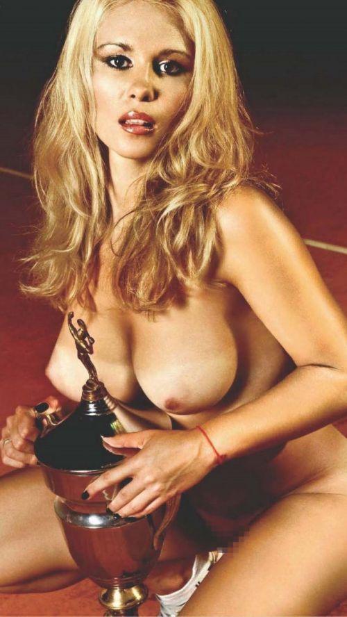 【画像】全裸でスポーツする外国人女性がグラマラスでエロ過ぎwww 37枚 No.7