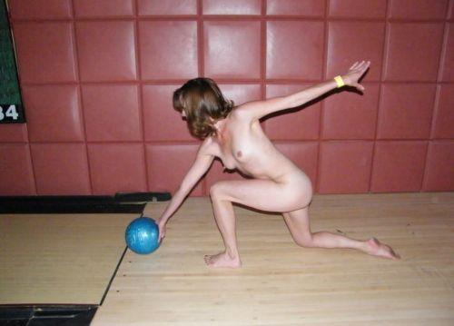 【画像】全裸でスポーツする外国人女性がグラマラスでエロ過ぎwww 37枚 No.18