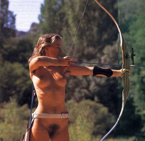 【画像】全裸でスポーツする外国人女性がグラマラスでエロ過ぎwww 37枚 No.20