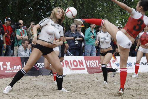 【画像】全裸でスポーツする外国人女性がグラマラスでエロ過ぎwww 37枚 No.23