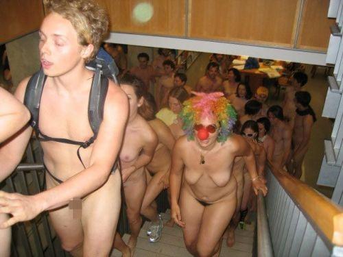 【画像】全裸でスポーツする外国人女性がグラマラスでエロ過ぎwww 37枚 No.26