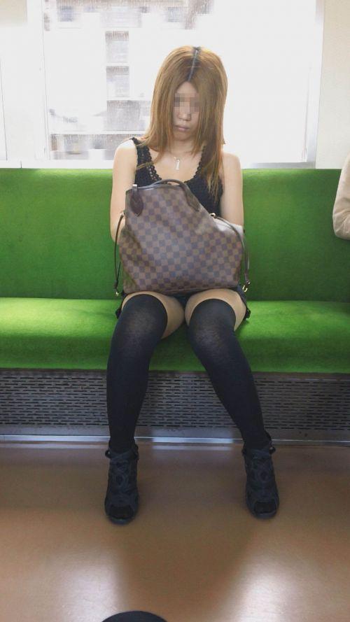 【画像】電車で対面に座ったニーハイギャルの絶対領域がエロいんだがwww 38枚 No.6