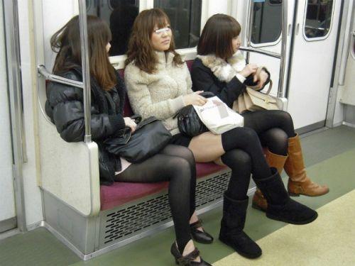 【画像】電車で対面に座ったニーハイギャルの絶対領域がエロいんだがwww 38枚 No.14