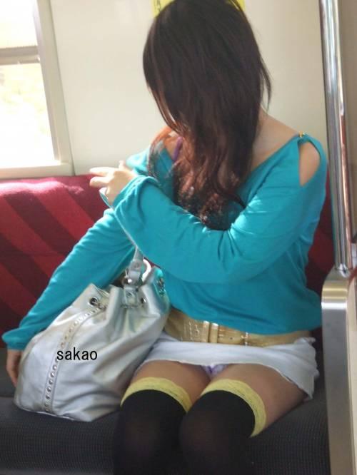 【画像】電車で対面に座ったニーハイギャルの絶対領域がエロいんだがwww 38枚 No.25