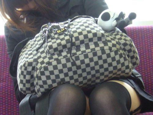 【画像】電車で対面に座ったニーハイギャルの絶対領域がエロいんだがwww 38枚 No.30