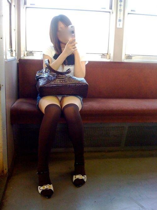 【画像】電車で対面に座ったニーハイギャルの絶対領域がエロいんだがwww 38枚 No.37