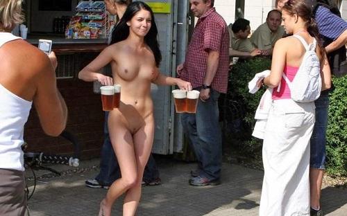 全裸のまま街中を散歩しちゃう海外グラマラス美女がエロ過ぎたwww 31枚 No.17