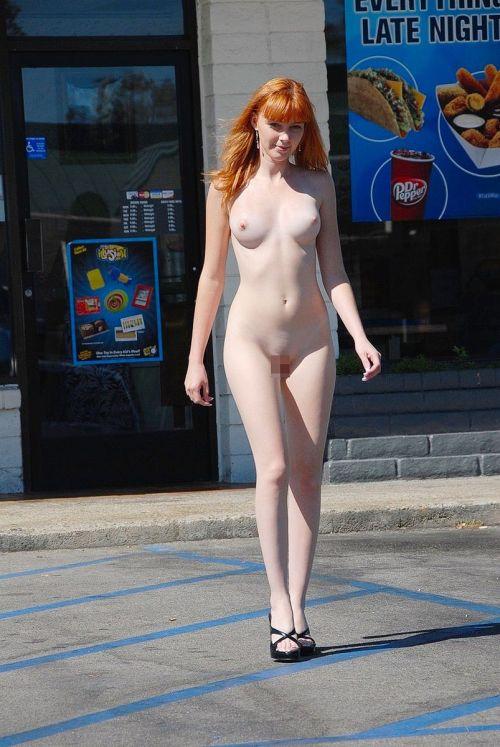 全裸のまま街中を散歩しちゃう海外グラマラス美女がエロ過ぎたwww 31枚 No.28