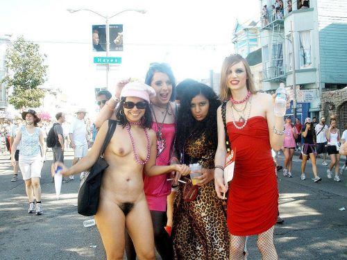 海外のパッキン美女達が全裸で集団野外露出しちゃうエロ画像 34枚 No.11