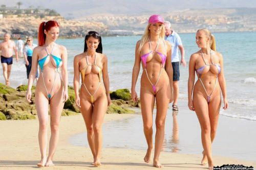 海外のパッキン美女達が全裸で集団野外露出しちゃうエロ画像 34枚 No.24