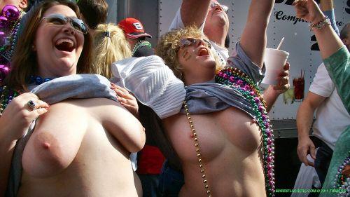 海外のパッキン美女達が全裸で集団野外露出しちゃうエロ画像 34枚 No.26