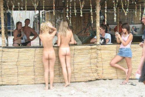 海外のパッキン美女達が全裸で集団野外露出しちゃうエロ画像 34枚 No.29