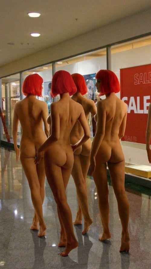 海外のパッキン美女達が全裸で集団野外露出しちゃうエロ画像 34枚 No.31