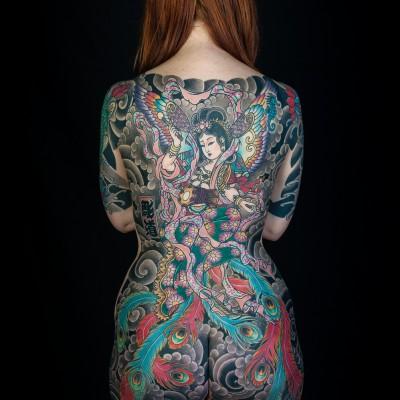 タトゥーを入れた美女達をお尻から見上げるセクシーなエロ画像 32枚 No.2