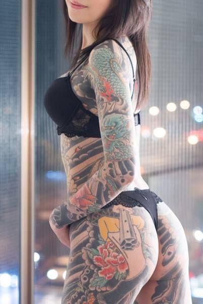 タトゥーを入れた美女達をお尻から見上げるセクシーなエロ画像 32枚 No.5