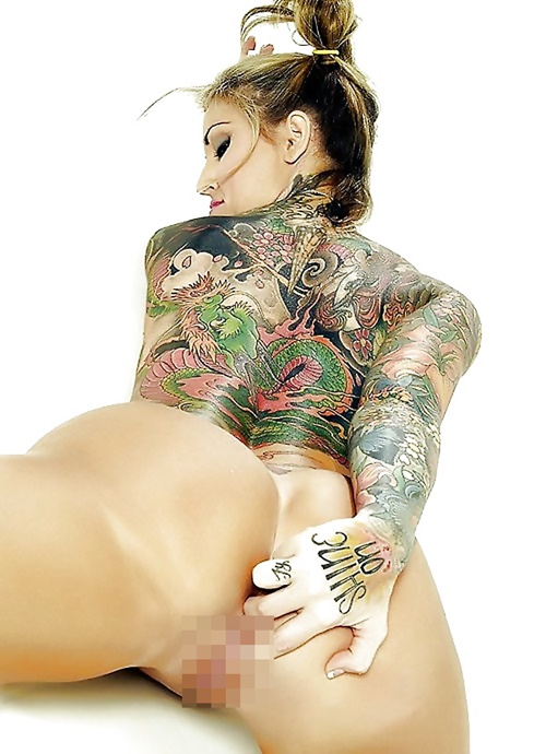 タトゥーを入れた美女達をお尻から見上げるセクシーなエロ画像 32枚 No.11