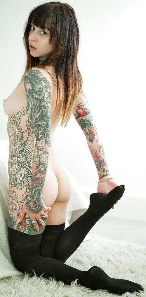 タトゥーを入れた美女達をお尻から見上げるセクシーなエロ画像 32枚 No.19