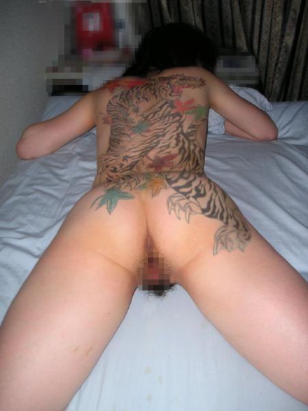 タトゥーを入れた美女達をお尻から見上げるセクシーなエロ画像 32枚 No.23