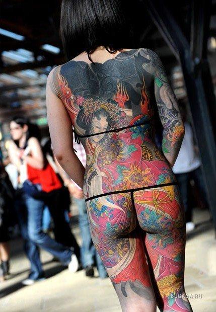 タトゥーを入れた美女達をお尻から見上げるセクシーなエロ画像 32枚 No.25