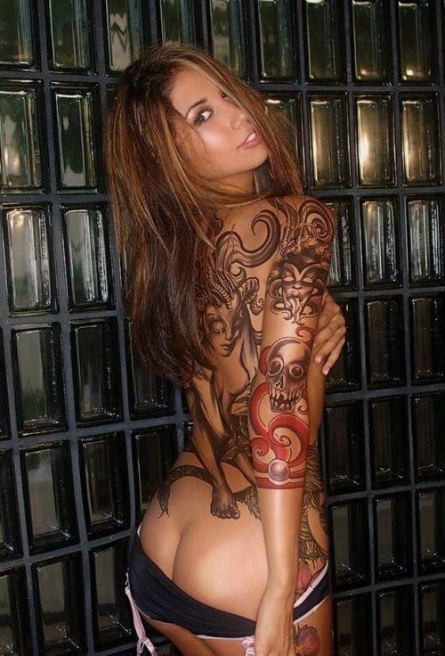 タトゥーを入れた美女達をお尻から見上げるセクシーなエロ画像 32枚 No.29