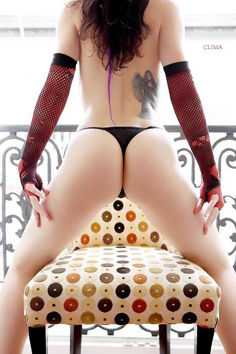 タトゥーを入れた美女達をお尻から見上げるセクシーなエロ画像 32枚 No.30
