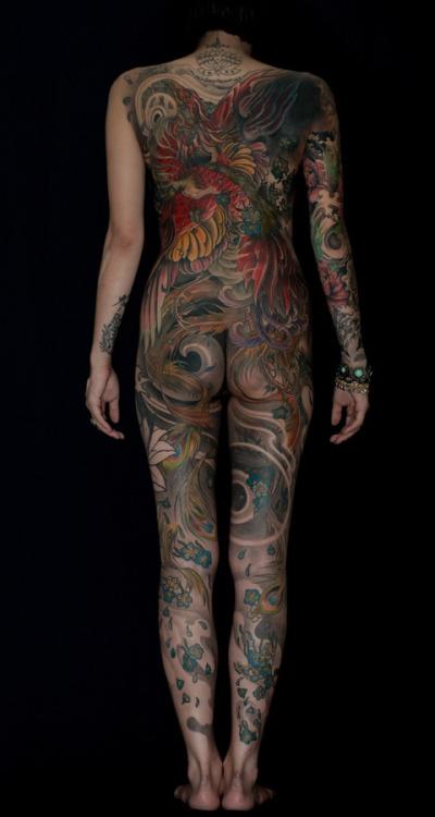 タトゥーを入れた美女達をお尻から見上げるセクシーなエロ画像 32枚 No.32