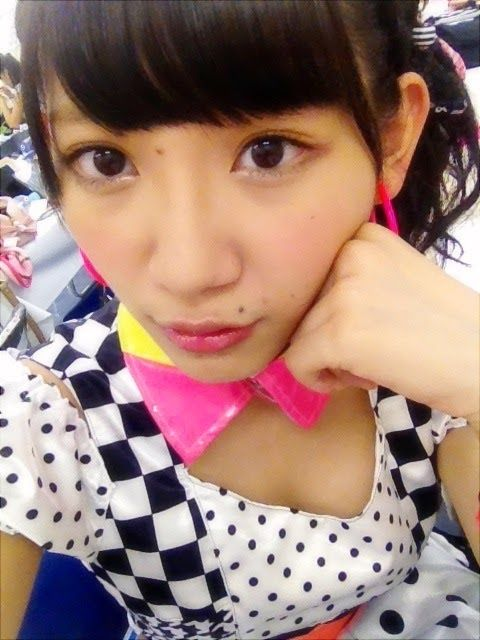 AKB48メンバーの胸チラにムラムラしちゃうお宝エロ画像まとめ 34枚 No.4