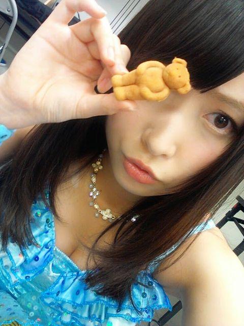 AKB48メンバーの胸チラにムラムラしちゃうお宝エロ画像まとめ 34枚 No.20