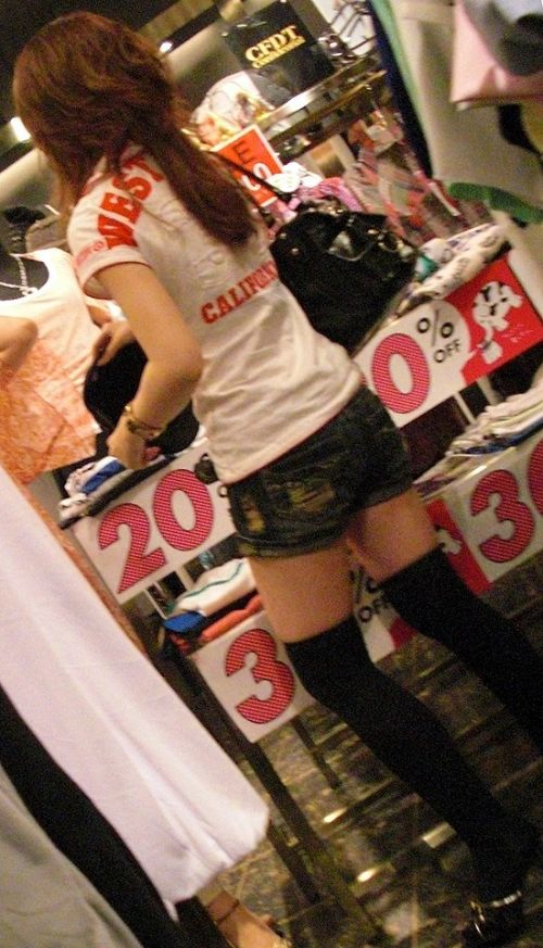 【絶対領域】ホットパンツにニーハイの太ももが絶対的エロスwww 31枚 No.18