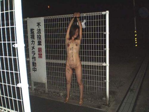 肉便器M女が体中に落書きされて公衆便所や野外露出しちゃうエロ画像 36枚 No.7
