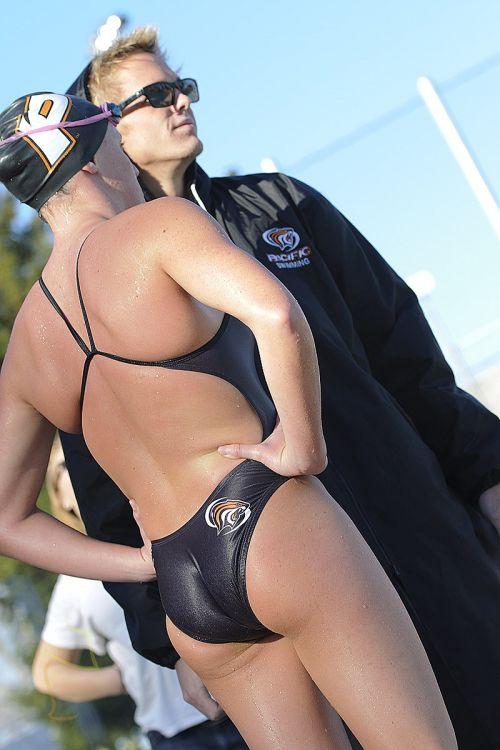ガチ競泳女子選手の肩幅のデカさや逆三角形の脇肉にムラムラするエロ画像 33枚 No.26