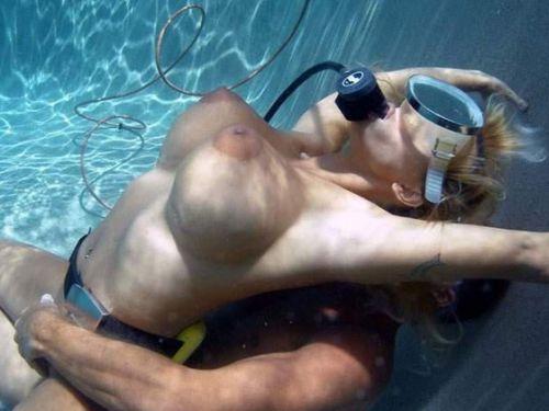 全裸スキューバダイビング・素潜りを楽しむ外国人女性のエロ画像 27枚 No.1