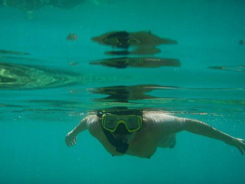 全裸スキューバダイビング・素潜りを楽しむ外国人女性のエロ画像 27枚 No.2