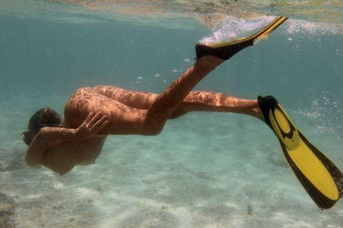 全裸スキューバダイビング・素潜りを楽しむ外国人女性のエロ画像 27枚 No.5