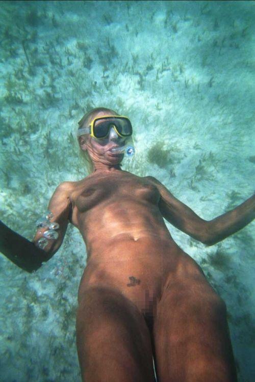 全裸スキューバダイビング・素潜りを楽しむ外国人女性のエロ画像 27枚 No.6