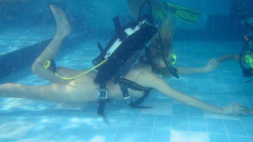 全裸スキューバダイビング・素潜りを楽しむ外国人女性のエロ画像 27枚 No.10