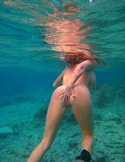 全裸スキューバダイビング・素潜りを楽しむ外国人女性のエロ画像 27枚 No.12