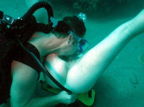全裸スキューバダイビング・素潜りを楽しむ外国人女性のエロ画像 27枚 No.13