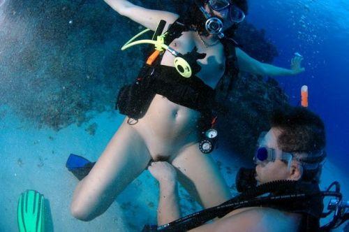 全裸スキューバダイビング・素潜りを楽しむ外国人女性のエロ画像 27枚 No.17