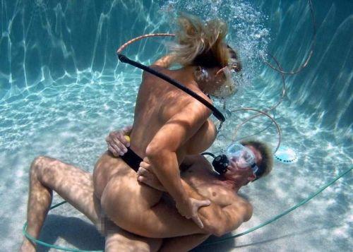 全裸スキューバダイビング・素潜りを楽しむ外国人女性のエロ画像 27枚 No.20
