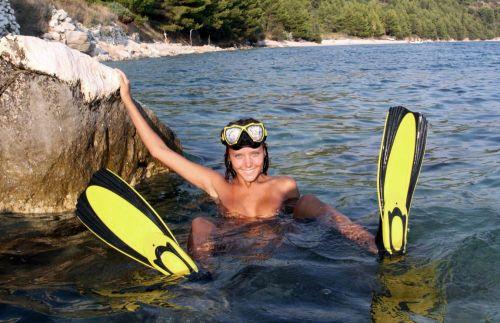 全裸スキューバダイビング・素潜りを楽しむ外国人女性のエロ画像 27枚 No.21