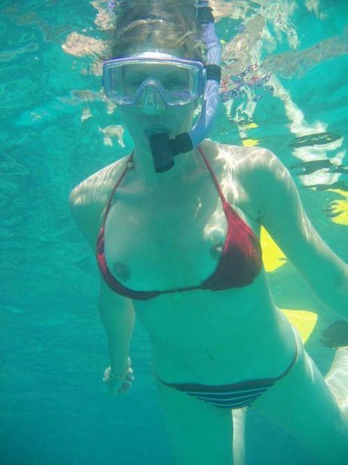 全裸スキューバダイビング・素潜りを楽しむ外国人女性のエロ画像 27枚 No.22