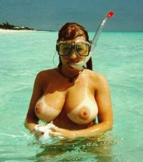 全裸スキューバダイビング・素潜りを楽しむ外国人女性のエロ画像 27枚 No.26