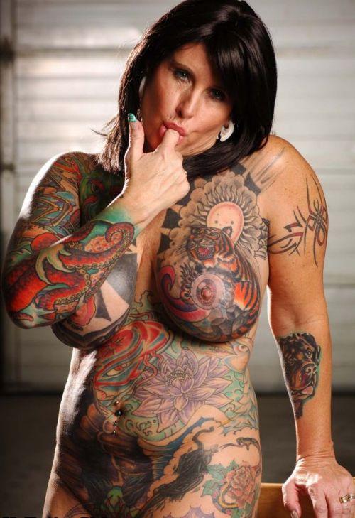 巨乳保証wwwデカパイ刺青たっぷりの外国人女性がヤバ過ぎwww 33枚 No.24