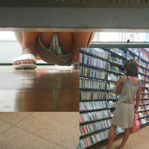 【画像】ビデオ屋で仕事帰りのOLさんの棚下パンチラ盗撮したったwww 35枚 No.8