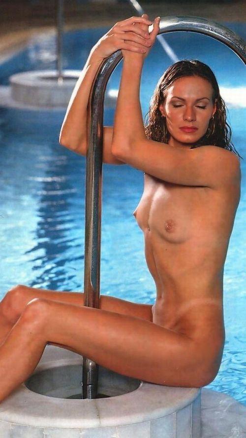 グラマラスな肉体で全裸マリンスポーツを楽しむ外国人のエロ画像 31枚 No.11